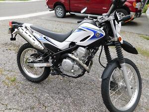 Yamaha XT250 Moto route & trail 2009