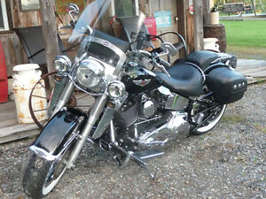 HARLEY MOTORCYCLE SOFTAIL DELUXE
