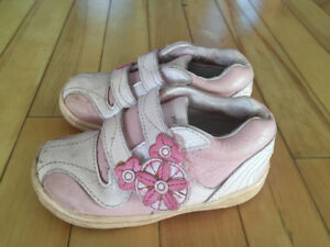 Girls size 7 1/2 Stride Rite shoes