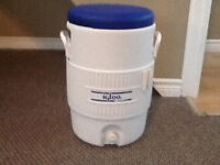 Igloo 5 gallon water jug