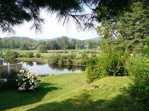 Votre charmant pied à terre au bord de la rivière - Laurentides