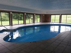 Grand 5 1/2  avec piscine intérieure chauffée
