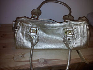 Like new Gold Purse faux leather Kitchener / Waterloo Kitchener Area image 1