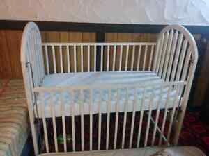 Adjustable crib with twin mattress available for sale