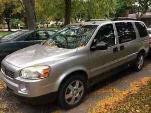 2007 Saturn relay minivan w DVD