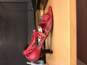 TWO LIPS SHOES SIZE 9 RED ,2 INCHES HEELS Cambridge Kitchener Area image 3