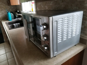 Large capacity convection toaster oventoaster