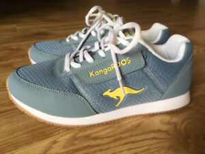 (Size 6) Blue/Yellow Kangaroos Sneakers