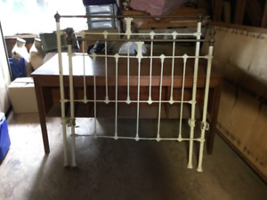 Antique bed fram e