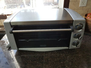DeLonghi Stainless Steel Toaster Oven with Broiler