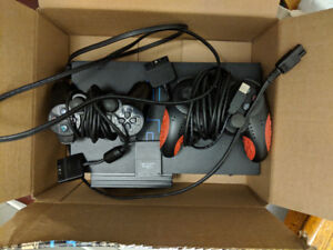 Playstation 2 + 2 controllers + 128 MB Memory Card
