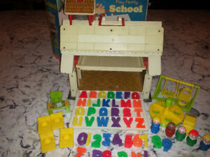 Vintage Fisher Price Little People Play Family School #923