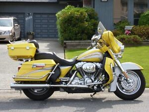 2005 Harley CVO FLHTCSE2 Screamin' Eagle Electra Glide  103""