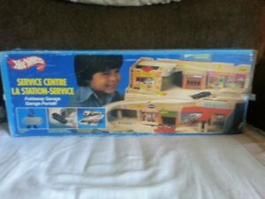 1979,Hotwheels Service centre,by Mattel,Fold away,CIB