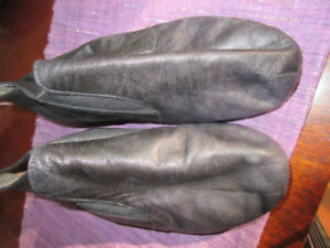 Capezio Soft leather jazz shoes - Size 2.5 M   Very nice