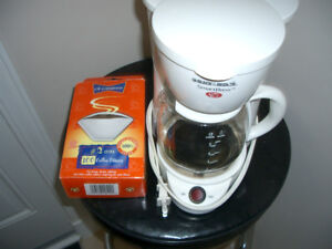 B & D Smart Brew Coffee Maker & Filters Box - In Mint Condition