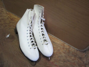 One pair of ladies skate size 9 in excellent condition