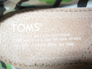 New pair Toms womens shoes.... Size 5 St. John's Newfoundland image 4