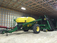 "John Deere 1890 disc drill w/1910 aircart 7.5"" 42.5foot seeder"