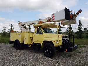 2 MAN BUCKET TRUCK - 1980 FORD 8000 SERIES 370-4V LIMA ENGINE