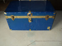 TRUNK: Great Coffee Table! ALL METAL BLUE w/ TRAY - CALLS ONLY!