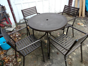 Emu Round Patio Table and 4 Chairs