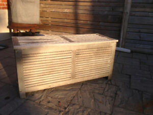 Outdoor Wooden Ice Chest Furniture (looks great on the patio)