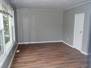 3 Bed Upper Floor Aparment$1200 ALL inclusiveFREE heat,hydro,wat