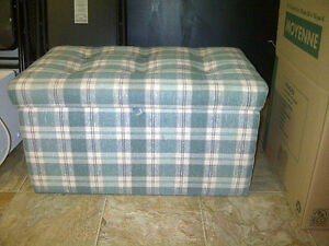 Items Reduced - LIVING RM, BED & DINING ROOM FURNITURE & MORE Windsor Region Ontario image 2