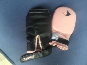 Kicking boxing gloves