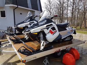 (2) Polaris Indy 550 Snowmobiles and Triton Trailer