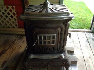 Poele à bois antique/Antique parlor stove cast iron with chrome Gatineau Ottawa / Gatineau Area image 1