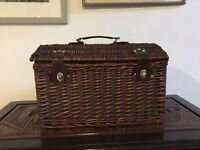 NEW PICNIC BASKET