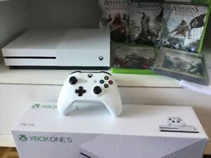 Xbox One S 1To + Série de 5 jeux Assassins Creed - 295$
