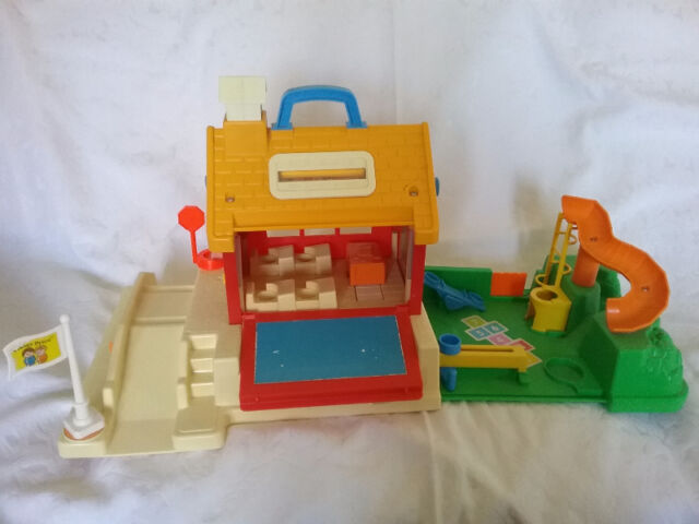 Fisher Price Schoolhouse and Fisher Price House #952