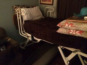 Electric Hospital Bed / mechanical lift included