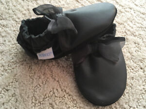 6-12M Girls Black Robeez with Bows