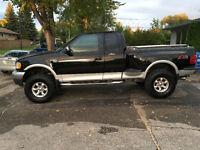2002 Ford F-150 Lariat Pickup Truck