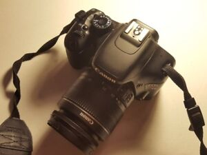 Canon T2i, 18-55mm, chargeur, 2 batteries