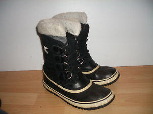 """"" SOREL """" boots / bottes --- like NEW --- size 8.5 US / 40 EU"