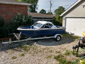 17 ft marlin speed ski fishing boat with excellent trailer