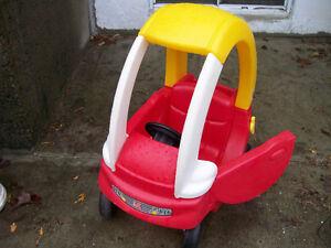 voiture d' enfant très propre  tel 819  5365362 COULEURS VIVES