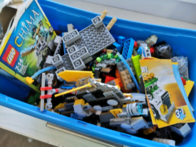 1.7kg assorted Lego with box & base board