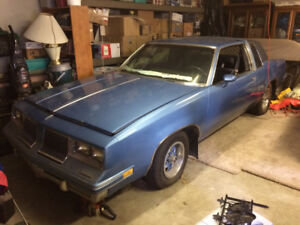1983 CUTLASS SUPREME, VERY NICE RUST FREE BODY,OWNED 25 YEARS