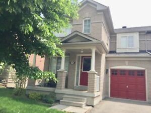 Grand Semi-Detached In Newmarket Woodland Hill For Lease