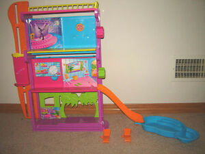 Polly Pocket Spin and Splash Hotel with Pool