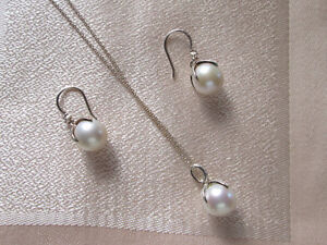 Pearl and Cubic Zircon Pendant and Earrings SS by Thomas Sabo
