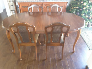 Dining table set 180$
