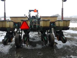John Deere 7000  planter, 28% nitrogen applicator side dresser