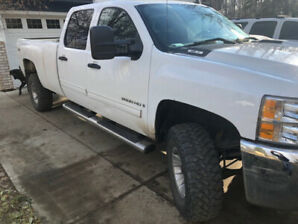 2009 Chevrolet 2500 HD with low KM's